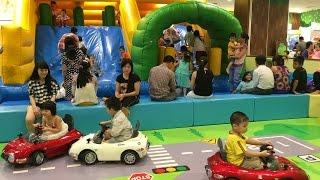 Bé Chơi Nhà Bóng - Cầu Trượt Cho Bé - Xe ôtô đồ chơi trẻ em