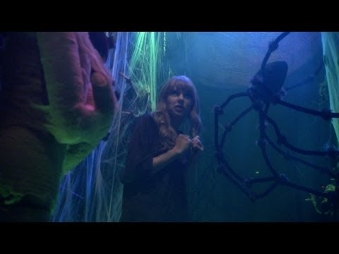 Taylor Swift in the Haunted Hallway!