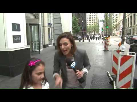 Ana Belaval, daughter sing and dance to Taylor Swif`ts `Shake It Off`