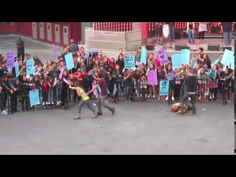 Amazing VICTORIOUS Cast Flash Mob! Victoria Justice & Crew!