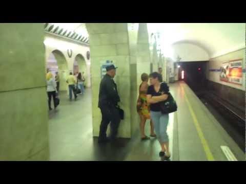 приставания в метро фото