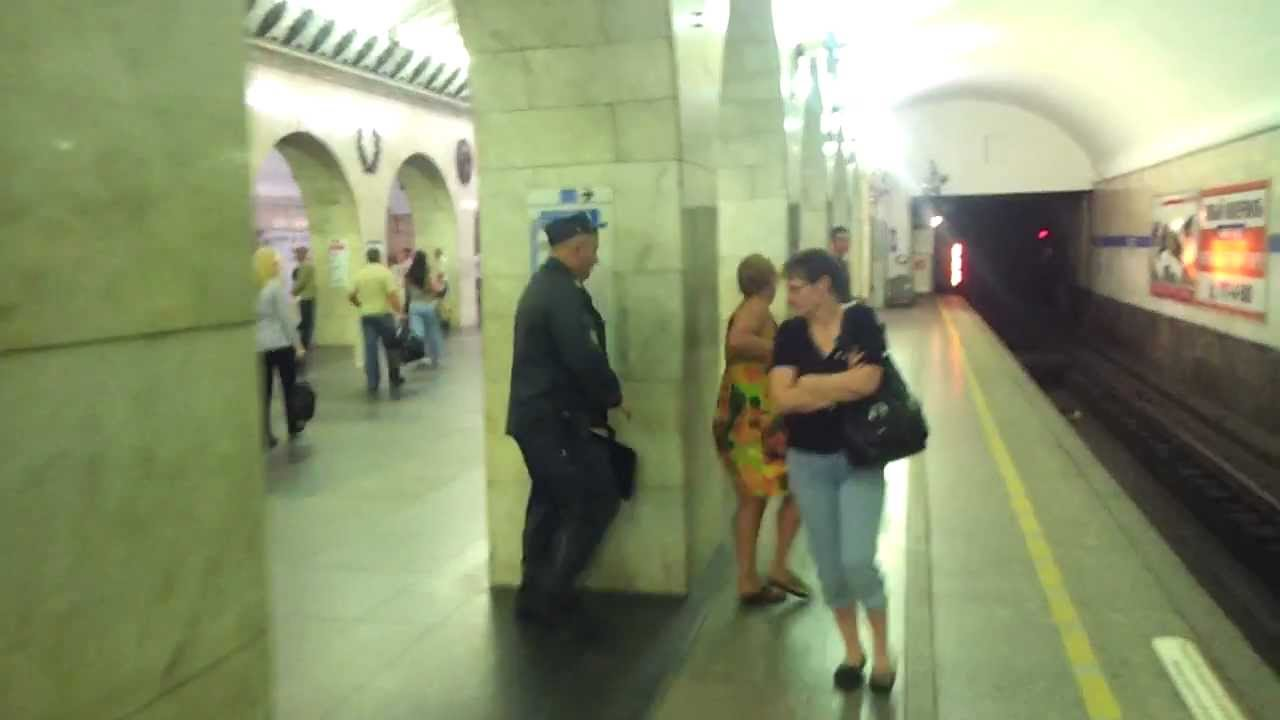 video-seks-ko-mne-pristali-v-metro