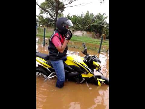 Pulsar 200NS Test banjir Graha Raya Bintaro by Dito