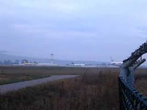 TNT B752F landing at Vitoria airport