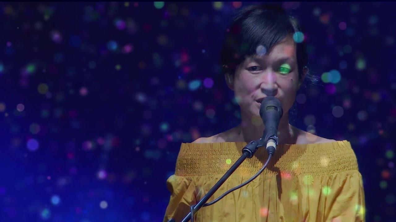 """Lali Puna - 「Mad Cool Festival 2018」でのライブから""""Move One""""など2曲の映像を公開 thm Music info Clip"""