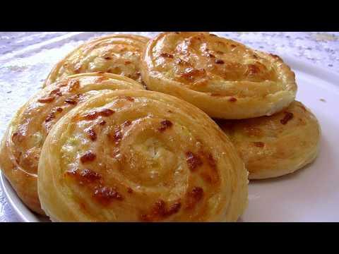 Луковые лепёшки с сыром.
