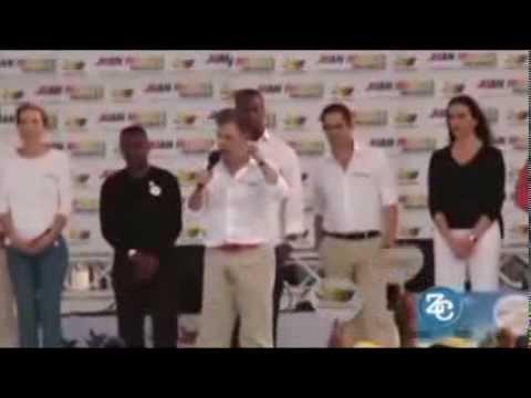 Presidente de Colombia, Juan Manuel Santos, se orina en acto público
