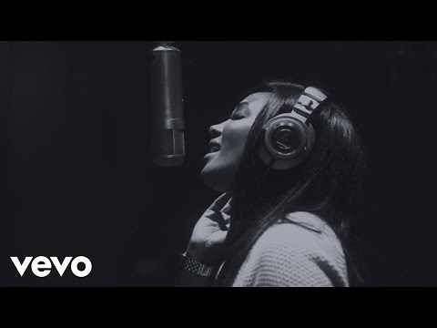 Mickey Guyton - Do You Want To Build A Snowman?