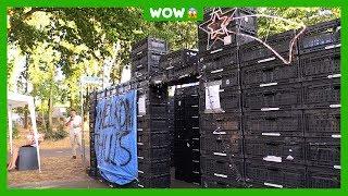 Jongen bouwt doolhof in tuin van ouders