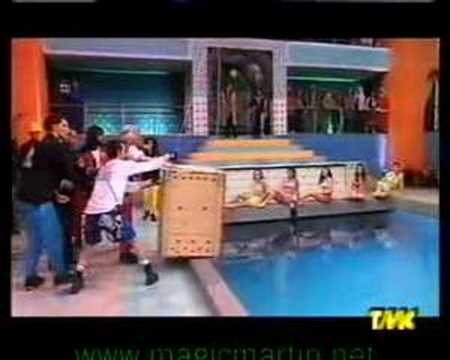mago martin escape  from box nailed inside the water