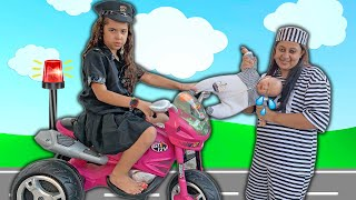 KIDS PRETEND PLAY WITH POLICE COSTUME VÍDEO FOR KIDS