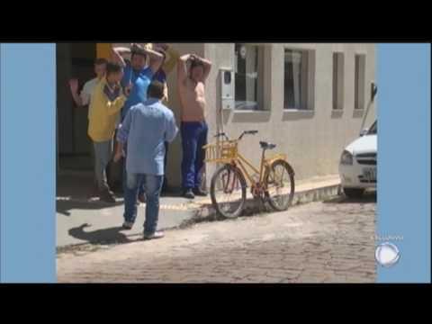 Irmãos são presos por assaltarem agência dos Correios