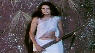 Download Sexy Daku Sultana exposes in a white Saree 3Gp Mp4