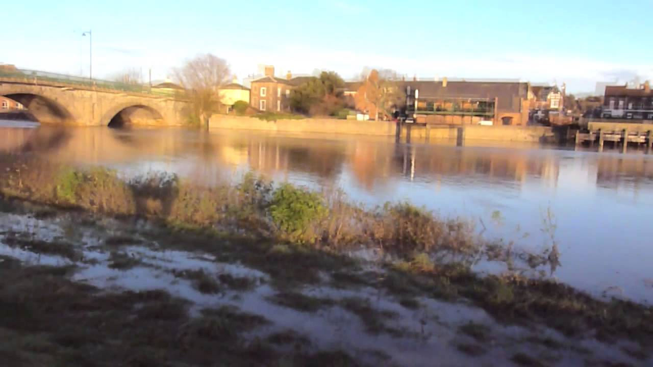 river trent flooding  gainsborough lincolnshire youtube