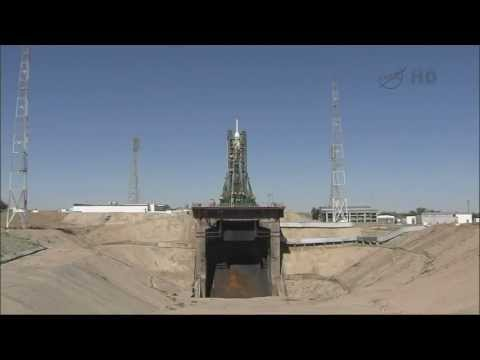Soyuz TMA-09M Spacecraft Mating and Rollout to the Launch Pad