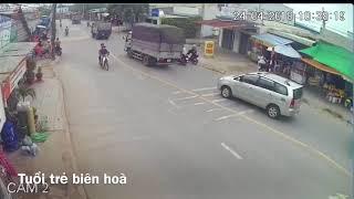 CLIP  Hai xe ben đua tốc độ cao trên đường như cảnh phim hành động