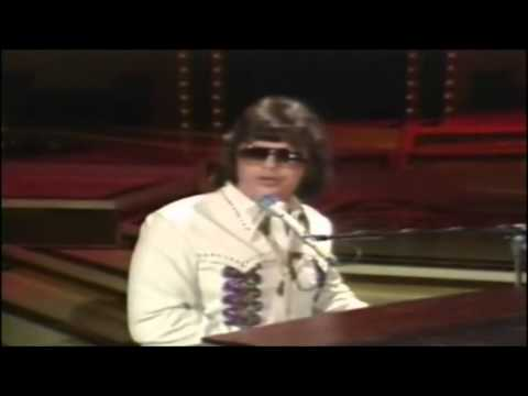 Ronnie Milsap - Day Dreams About Night Things On The Porter Wagner Show