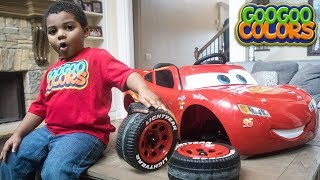 LIGHTNING MCQUEEN WHEEL FELL OFF! LEARN HOW TO SPELL TOOL  with GOO GOO COLORS