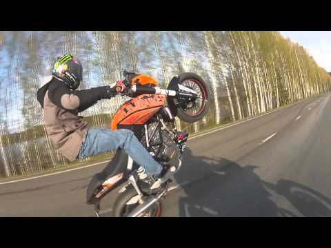 Ktm duke 125 and Husqvarna sm125 wheelies