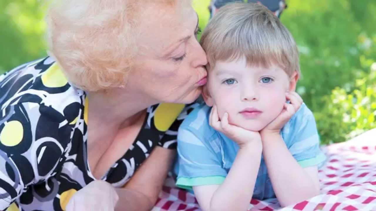 babka-otsosala-vnuku