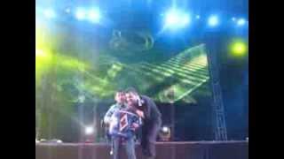 Calibre 50 Video - Niño sube al escenario con Calibre 50 y sorpresa que se llevaron!