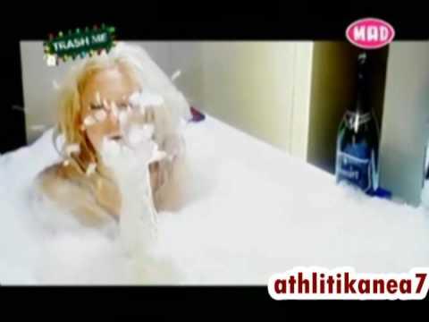 Η Τζούλια Αλεξανδράτου γυμνή στο μπάνιο