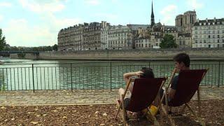 Paris 'beach' offers cool respite from scorching heat