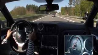 GT-R vs 911 Turbo (highway)