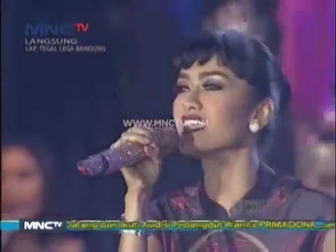 "Julia Perez "" Lonely "" - MNCTV Road Show Bandung (19/12)"