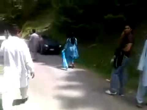 Salma Shah Pashto Actress Fight On Road video