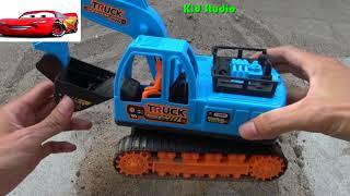 Xe máy xúc làm việc tại công trường đồ chơi trẻ em My Kid Studio