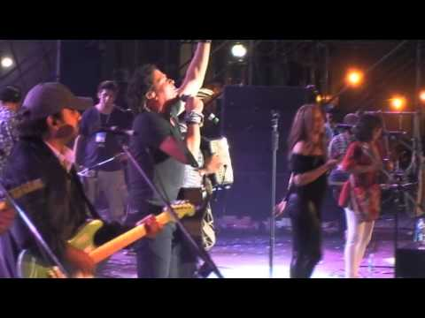 Carlos Vives - La Gota Fria en vivo en Argentina 2012