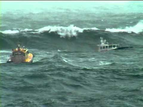 Big storm, pilot boats in 10m waves