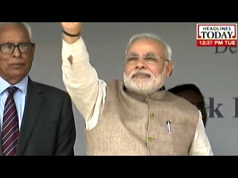 Prime Minister Narendra Modi arrives in Kargil accompanied by Omar Abdullah