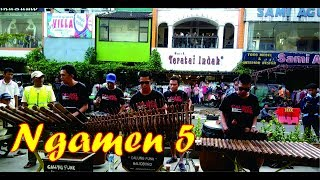 """UNIK!!! """"Ngamen 5"""" dimainkan dengan alat musik tradisional ala Calung Funk (Musisi Jalanan)"""