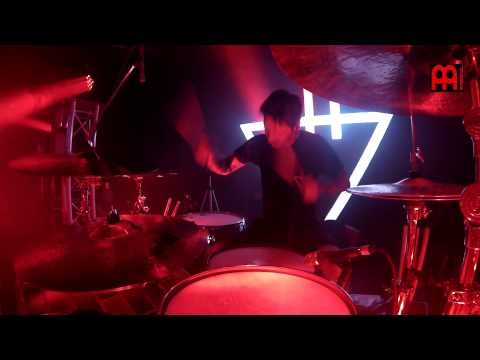 "Daniel Williams The Devil Wears Prada Live ""Mammoth"""