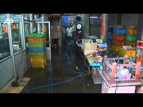 Raw Video: Floods Creep Into Bangkok's Chinatown