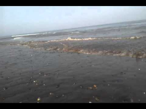 Tsunami in the Arabian Sea on 2013-09-24, observed in Qurayat, Oman (video 1/4)