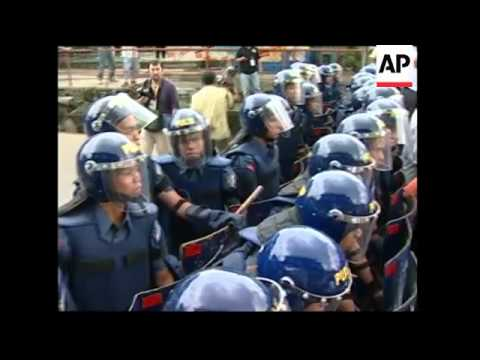 WRAP ASEAN leaders photo op at Cebu summit, Roh arrives; protests