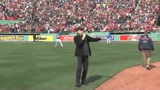 Sweet Caroline sung by Neil Diamond at Red Sox Game
