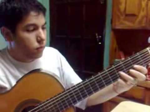 MARTIN PEREZ también capo con la guitarra.