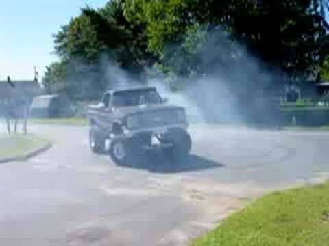85 Silverado 454 Lifted Blown Doing Donuts Video