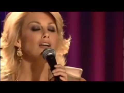 Faith Hill - Away in a manger