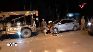 TPHCM, chạy lấn làn, xe máy ghim chặt vào đầu ô tô trên đường Tô Ký