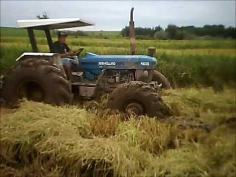 New Holland 6630 atolado com graneleiro