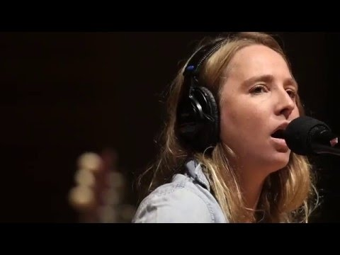 Lissie - Dont You Give Up On Me