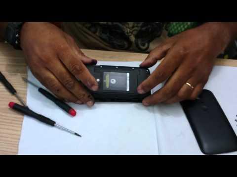 Motorola não tem cartão micro sd colado na placa