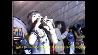 Download Lagu DANGDUT KOPLO  MENUNGGU-ANIS SONATA FEAT VENY ERNA SARI Gratis STAFABAND