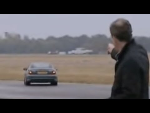 Jeremy tests central locking range - Top Gear - BBC
