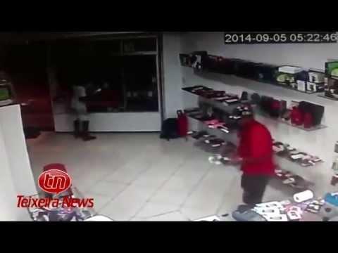 Loja de celulares é assaltada em Teixeira